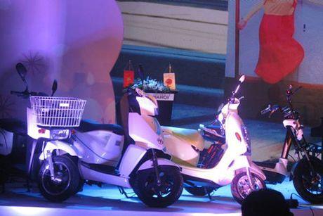 Cong an Ha Noi duoc tang 100 xe may dien moi - Anh 1