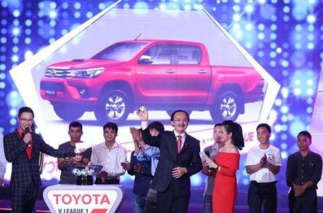 Khan gia Da Nang duoc tang xe Toyota Hilux tu ban to chuc V-League - Anh 1