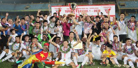 Khan gia Da Nang duoc tang xe Toyota Hilux tu ban to chuc V-League - Anh 2