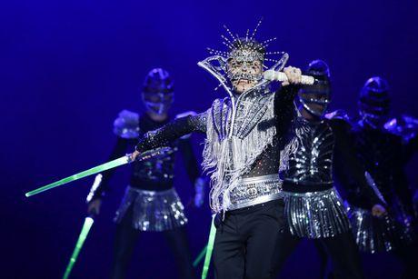 Liveshow 12 ty cua Dam Vinh Hung dep den tung 'duong kim, mui chi' - Anh 2