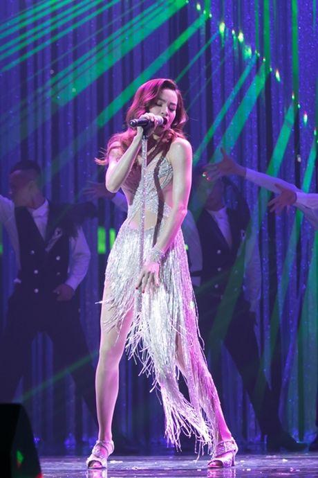 Liveshow 12 ty cua Dam Vinh Hung dep den tung 'duong kim, mui chi' - Anh 3