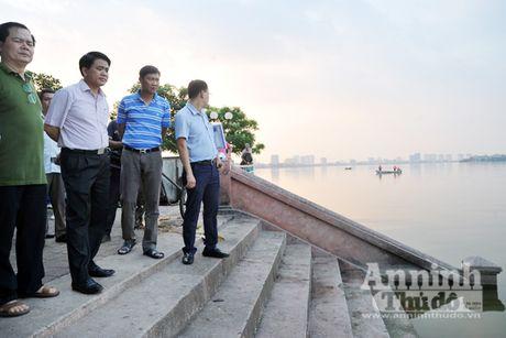 Chu tich UBND TP Nguyen Duc Chung truc tiep thi sat, chi dao khac phuc tinh trang ca chet o ho Tay - Anh 2