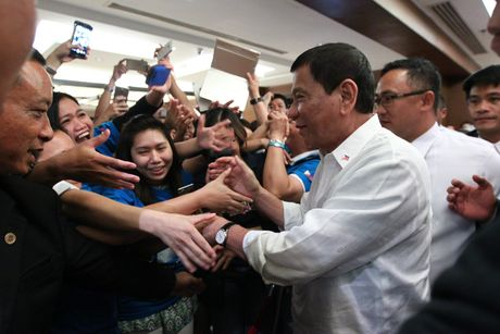 Tong thong Duterte va chinh sach ngoai giao nuoc lon - Anh 1