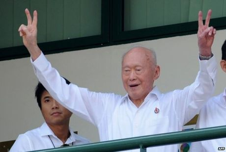 Tong thong Duterte va chinh sach ngoai giao nuoc lon - Anh 3