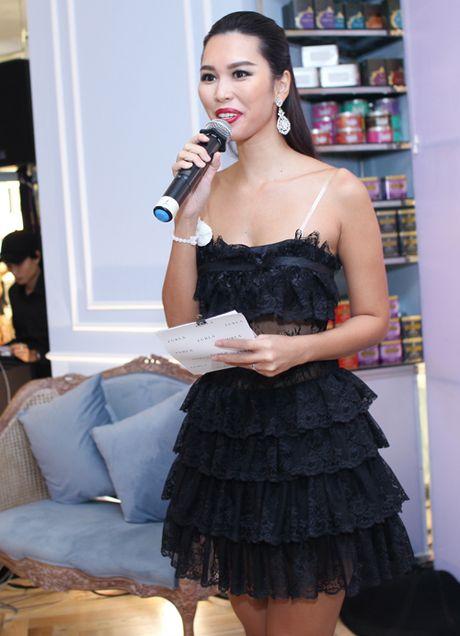 Ha Anh, Trang Khieu do ve goi cam khi hoi ngo - Anh 2