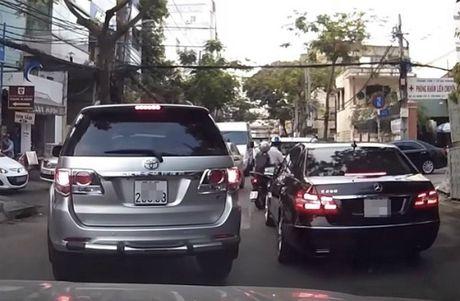 Nhap xe sang 'chay' thue truoc 1/7 van phai dong thue cao - Anh 1