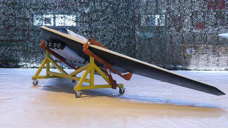 Iran trinh lang UAV chien dau moi, copy mau cua My - Anh 1
