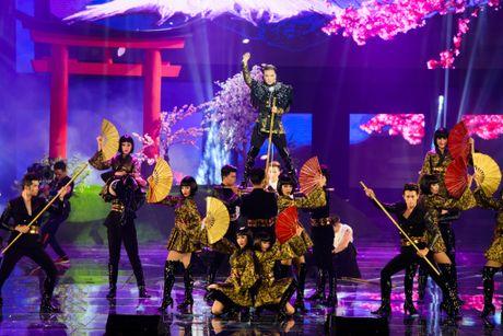 Co gi trong liveshow 12 ti dong cua Dam Vinh Hung? - Anh 7