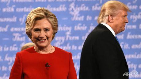 Hillary hoi sinh, Trump sa lay sau cuoc tranh luan dau - Anh 1