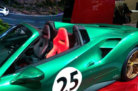 Loat sieu xe Ferrari dac biet ky niem 70 nam thanh lap hang - Anh 2