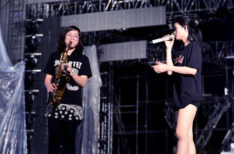 San khau cua Dong Nhi hoanh trang khong thua kem sao Han - Anh 9