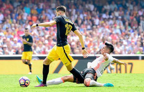 Atletico thang Valencia du da hong 2 qua phat den - Anh 3