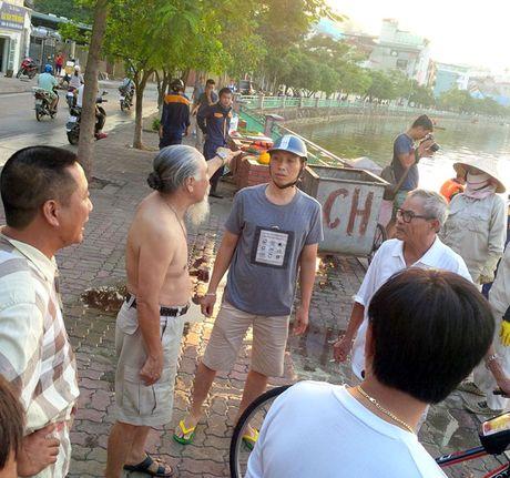 Cuoi chieu nay, chua vot het ca chet bat thuong o Ho Tay - Anh 3