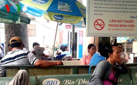 Xu phat hut thuoc la noi cong cong chua du suc ran de - Anh 1
