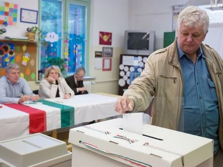 Hungary: Ket qua trung cau dan y ve nguoi di cu 'khong co gia tri' - Anh 1