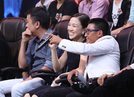 Vo chong Phan Dinh Tung hat tang con gai tren truyen hinh - Anh 4