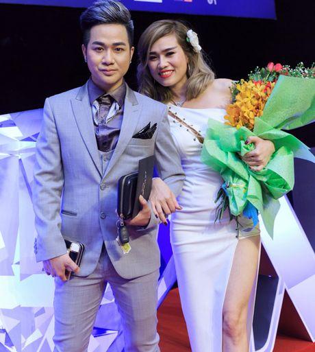 Quach Tuan Du khoe ban gai doanh nhan giua tin don gioi tinh - Anh 1