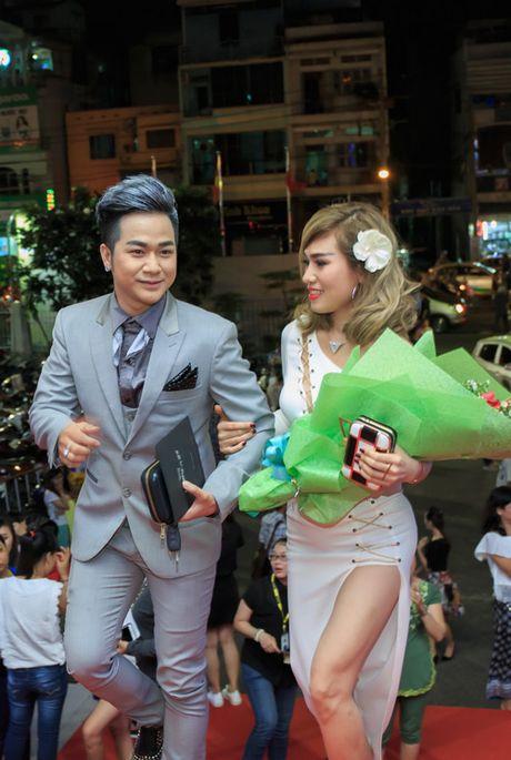 Quach Tuan Du khoe ban gai doanh nhan giua tin don gioi tinh - Anh 2