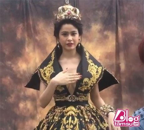 Khoe vong 1 cang day, Truong Quynh Anh khong it lan gap 'su co' - Anh 4