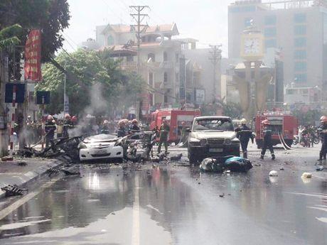 Hien truong vu no taxi kinh hoang, 2 nguoi chet o Quang Ninh - Anh 11