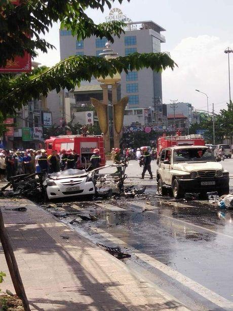 Hien truong vu no taxi kinh hoang, 2 nguoi chet o Quang Ninh - Anh 2