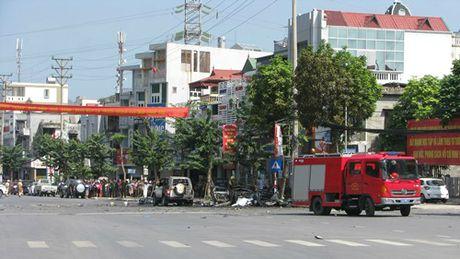 Hien truong vu no taxi kinh hoang, 2 nguoi chet o Quang Ninh - Anh 7