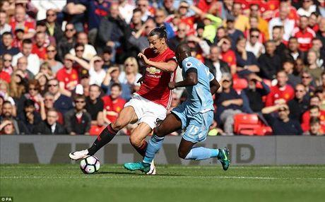 Man United 1-1 Stoke City: Qua den cho Quy do - Anh 1