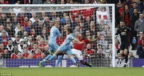 Man United 1-1 Stoke City: Qua den cho Quy do - Anh 5