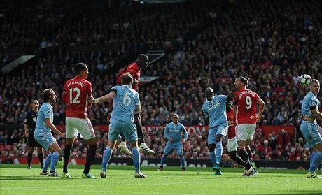 Man United 1-1 Stoke City: Qua den cho Quy do - Anh 6