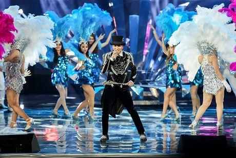Mr Dam mung sinh nhat ngay tren san khau liveshow 12 ty - Anh 7