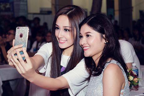 Mai Phuong Thuy tu tin do sac cung A hau Thuy Dung - Anh 3