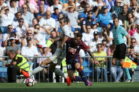 Barcelona thua dau, Real Madrid hoa tran thu 4 lien tiep - Anh 1