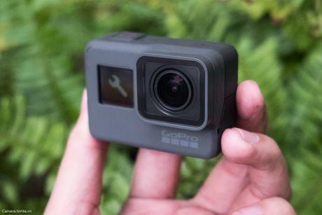 Tren tay GoPro HERO5 Black: Quay 4k 30fps, gon nhe, de dung, co GPS, gia re, do hoan thien chua tot - Anh 1