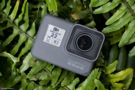 Tren tay GoPro HERO5 Black: Quay 4k 30fps, gon nhe, de dung, co GPS, gia re, do hoan thien chua tot - Anh 2