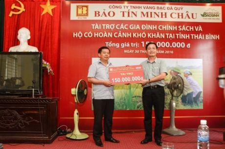 Bao Tin Minh Chau trao tu thien 150 trieu dong tai Thai Thuy - Thai Binh - Anh 1
