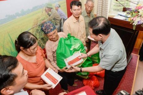 Bao Tin Minh Chau trao tu thien 150 trieu dong tai Thai Thuy - Thai Binh - Anh 3