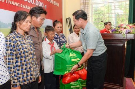 Bao Tin Minh Chau trao tu thien 150 trieu dong tai Thai Thuy - Thai Binh - Anh 4