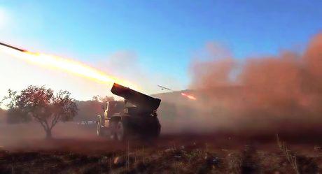 Phien quan o Hama phong ten lua Grad tan cong quan doi Syria - Anh 1