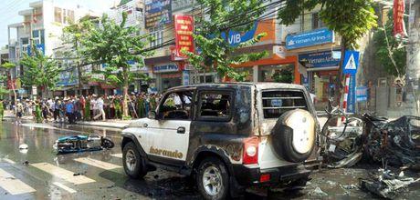 Taxi no khien 2 nguoi thiet mang o Quang Ninh la dang dung do - Anh 1