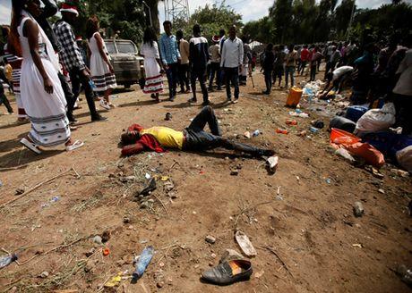 Nhieu nguoi thiet mang vi bi giam dap o Ethiopia - Anh 1
