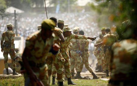 Nhieu nguoi thiet mang vi bi giam dap o Ethiopia - Anh 2