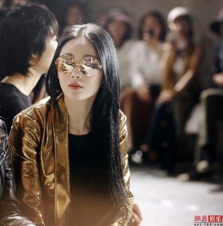 Truong Hinh Du dep long lay nhu thien than khien nguoi xem me met - Anh 1