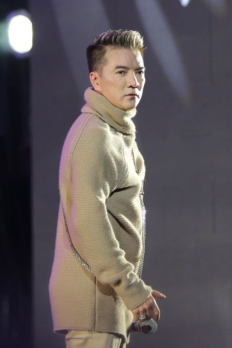 Dung thuoc giam dau, Dam Vinh Hung dien 'sung' ngoai suc tuong tuong - Anh 8
