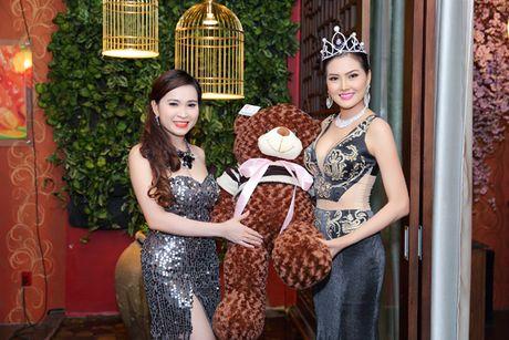 Hoa hau Kim Thoa rang ngoi trong tiec mung sinh nhat - Anh 3