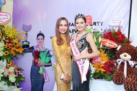 Hoa hau Kim Thoa rang ngoi trong tiec mung sinh nhat - Anh 8