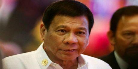 Ong Duterte muon xem xet lai thoa thuan quoc phong voi My - Anh 1