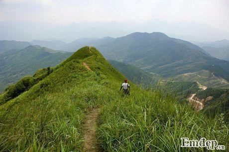 Vuot 'song lung khung long' trek moc 1305 nhu dan phuot chuyen nghiep - Anh 6