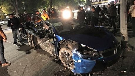 Sieu xe BMW i8 cua thieu gia Ha Thanh dap chieu sau 1 nam mua ve - Anh 3