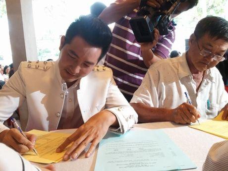 Ca sy Nguyen Phi Hung dang ky hien mo - Anh 1