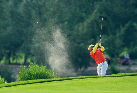 "An tuong ""vo tien khoang hau"" tai giai FLC Golf Championship 2016 - Anh 9"